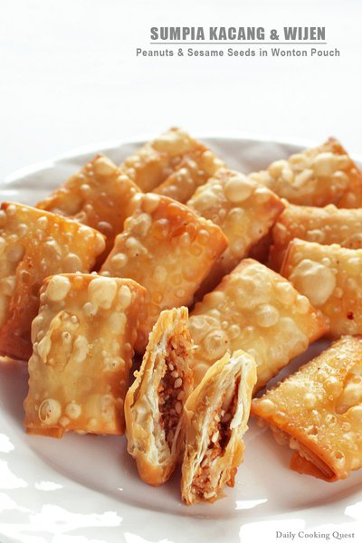 Sumpia Kacang dan Wijen - Peanut and Sesame Seeds in Wonton Pouch